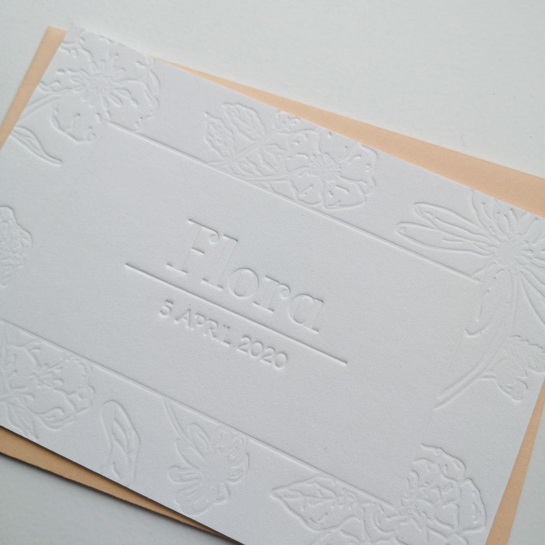Geboortekaartje Bloemenprint Blinddruk Detail